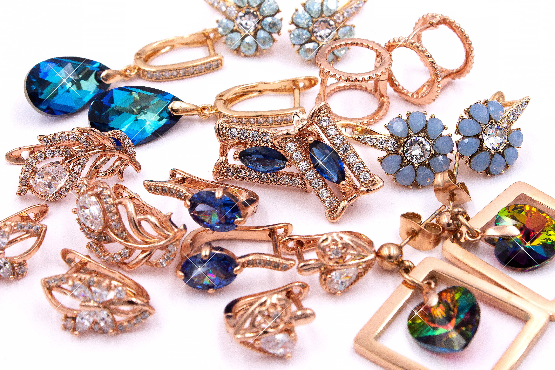 Сережки, сваровски и другая бижутерия из медицинского золота ксюпинг