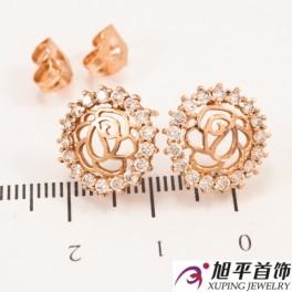 Серьги-гвоздики позолота контур розы в оправе мелких камней