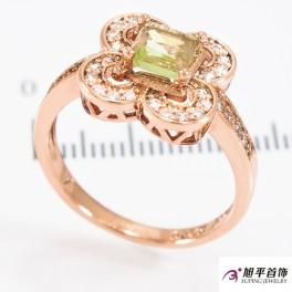 Кольцо позолота Квадр. цветок 0,5 в оправе камней, 4 кружочка