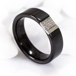 Черное керамическое кольцо с камнями