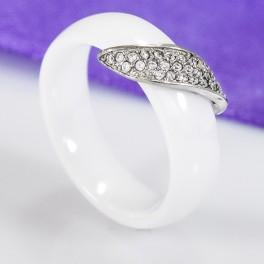 Керамическое кольцо женское белое